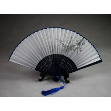 """Chinesischer Handfächer """"Winterblüte"""" (hellgrau, dunkelblauer Schaft), Klappfächer"""