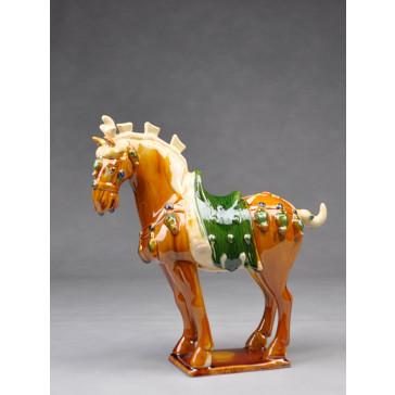Tang-Pferd Parade, hell (linksgewandt) - Pferdeskulptur aus Keramik