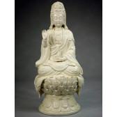 """Blanc-de-Chine """"Lianwo Guanyin"""", Figur aus Dehua Porzellan"""