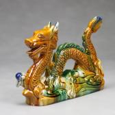 Chinesischer Feng Shui Drache mit Drachenperle, Tang-Keramik linksgewandt