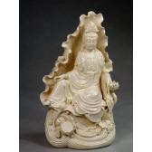 "Blanc-de-Chine ""Guanyin auf Lotusthron"", Kuan Yin Skulptur"