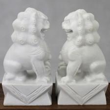 Fu-Hunde Stein-Figuren Wächterlöwen weiß
