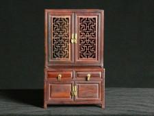 Miniaturmöbel - Prächtiger Schrank