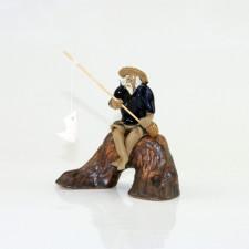 """Chinesische Figur """"Angler auf Baumstamm"""""""