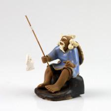 """Chinesische Figur """"Angler auf Baumstamm"""