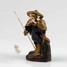 """Keramikfigur """"Angler mit Baumstamm"""", asiatische Brunnendeko"""