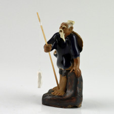 "Keramikfigur ""Angler mit Baumstamm"""