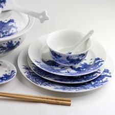 Chinesische Porzellanteller und Reisschale mit Reislöffel