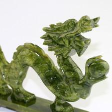 Chinesischer Drache mit Drachenperle