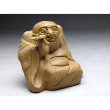 "Groteske Tonskulptur ""Buddha mit balancierender Münze"""