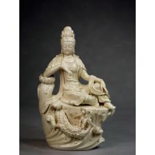 "Blanc-de-Chine ""Anmutige Guanyin auf Drachensockel"""