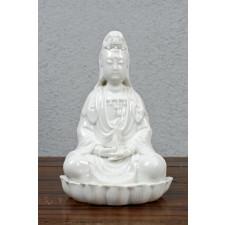 """Porzellanfigur weiß """"Guanyin auf Lotus"""""""