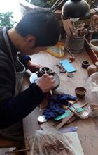Herstellung der Kannen in Handarbeit